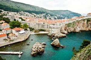 Hübsche, alte Städte und ursprüngliche Natur: auch an Land hat Kroatien einiges zu bieten.