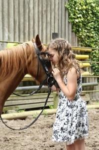 So unkompliziert und vertrauensvoll kann die Bindung zwischen Mensch und Pferd sein.